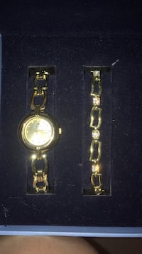 Round gold analog watch with gold link bracelet El Paso, 79936