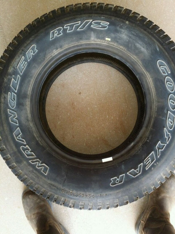 black car tire with black auto rim