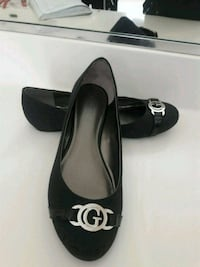 pair of black leather flats Lathrop, 95330
