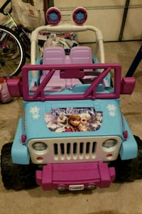 toddler's pink and blue ride on toy car Chantilly, 20151