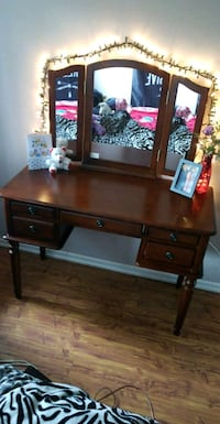 Beautiful Makeup Vanity For Sale! Surrey, V3R 2A8