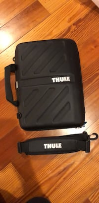 "15"" Laptop case with strap by Thule  Harwood, 20776"