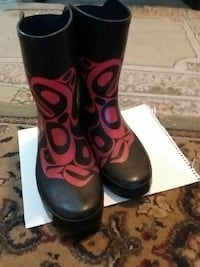 Haida man's rubber boots size 9/10 good shape p by Victoria, V8T 3Y9