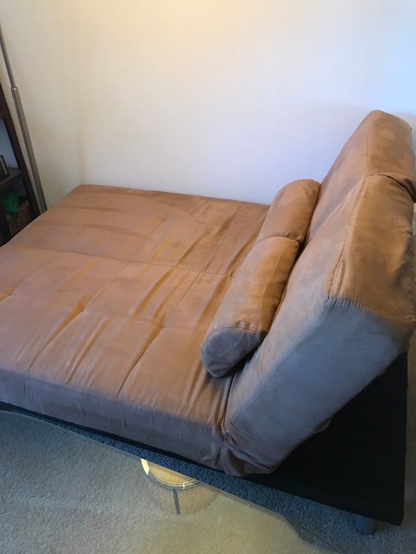 Couch/Chaise/Bed futon, w/covers & pillows 471fdcb1-33e9-4d78-b459-539b9147e996