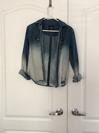 blue denim shirt American Eagle (small)  Vaughan