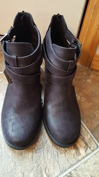 pair of brown leather boots Red Deer, T4R 2J4