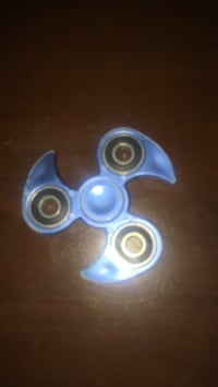 blue and black hand spinner