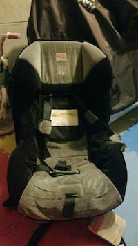 black and gray car seat carrier Toronto, M1L 4V5