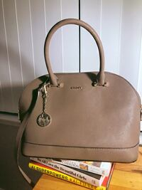 DKNY bag - barely used Toronto, M2N 2W7