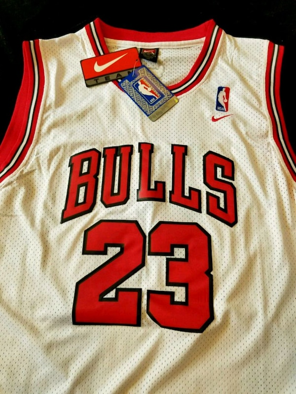 Jersey Jordan white size XL Never used