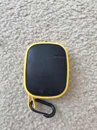 Remax Bluetooth speaker yellow  777 mi