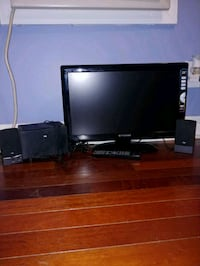 22 Inch TV with DVD player with speakers