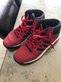 Pair of red-and-black nike basketball shoes. Pickering, L1V 1K7