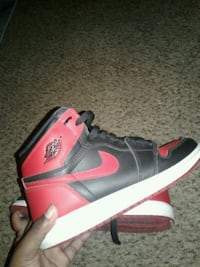unpaired black and red Air Jordan 1 shoe Fridley, 55432