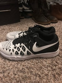 Pair of black-and-white nike running shoes La Mesa, 91942