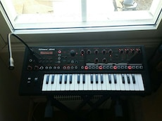 Roland JD-XI synth