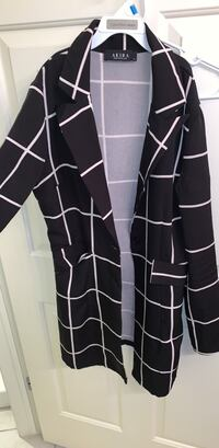 black and white button-up long-sleeved dress 607 mi