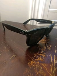 black framed Ray-Ban wayfarer sunglasses Burlington, L7M 4X1