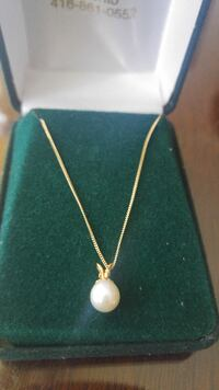 14k Gold genuine pearl necklace - like new!