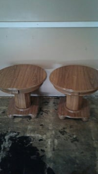 2 wooden end tables Hammond, 46323