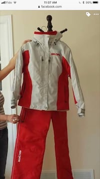 women light grey & red jacket with red ski pants almost new! Size S  Montréal, H1E