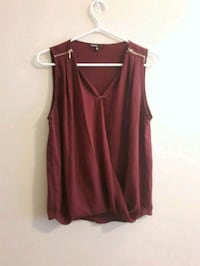 Burgundy tank top Waterloo, N2L 3K4
