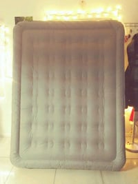 Coleman Queen size air mattress Las Vegas, 89101