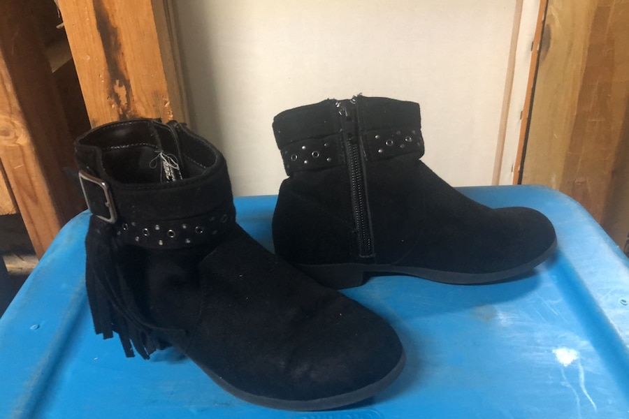 Photo Little girls size 12 suede American Eagle Boots