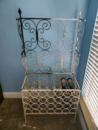 Wine rack with corner shelf
