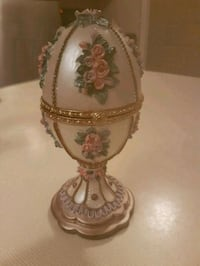 Collectable trinket egg