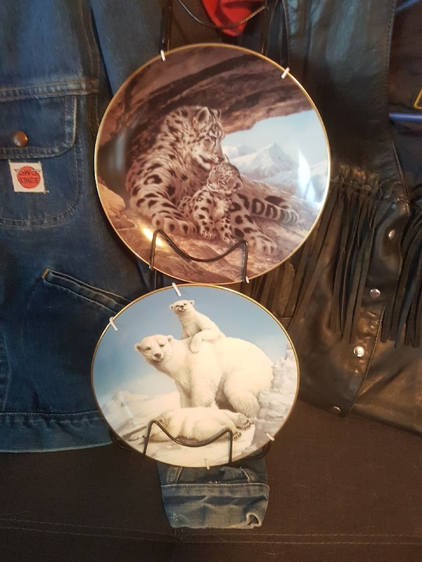 two tiger and polar bear decorative plates