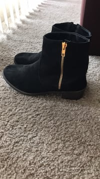 Pair of black suede boots size 8 Silver Spring, 20906
