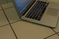 """MacBook Air 13"""" Early 2015 / 128 SSD / Perfect For Travelling Burnaby"""