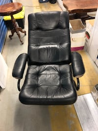 Leather fabric reclining office chair  Toronto, M2R 3N1