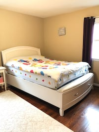 Bedroom set : Quinn storage Bed + Mattress + Dresser Annandale, 22003