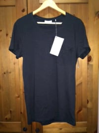Nuevo. Minimum brand, Black T-shirt Barcelona, 08004