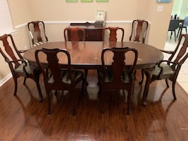 Ethan Allen Queen Anne Dining Room Table and Chairs