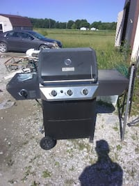 black Char-Broil gas grill CHICAGO