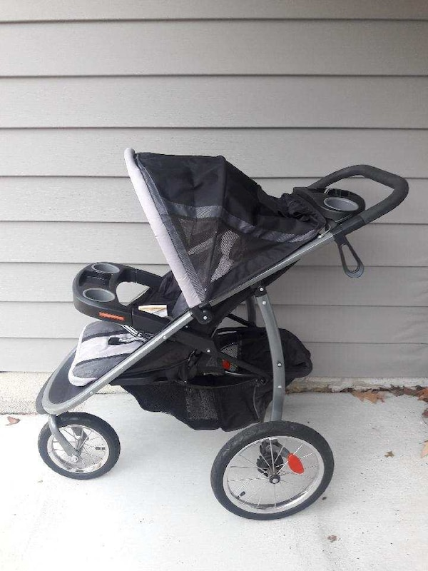 Used Graco Click Connect Jogging stroller and car seat for ...