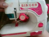 Sewing singer toy with real neddle Salt Lake City, 84102
