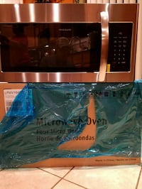 Under cabinet microwave. New. Not used item Chicago, 60622