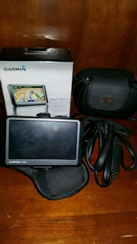 Garmin gps w Case , manual, box and stand for car Lock Haven, 17745