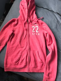 Hollister items perfect condition 533 km