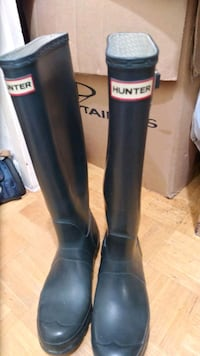 Hunter boots black size 8