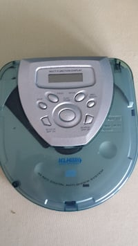 BRAND NEW PORTABLE CD PLAYER W/CASSETTE ADAPTER  Toronto