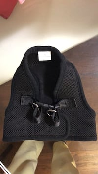 Brand new dog harness size small (says L but it's not)  Toronto, M6B 1N1