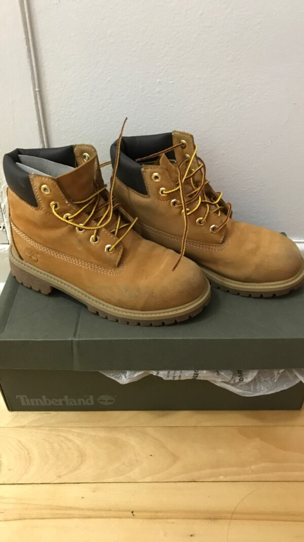 Used Timberland Boots 2youth for sale in Montréal - letgo 66d3ad4967d0