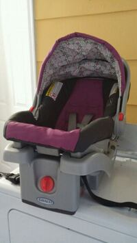 Car seat with 2 bases Edgewood