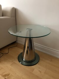 Round clear glass top table Dorval