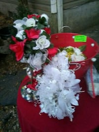wedding & floral decorations with champagne bucket Gainesville, 30507